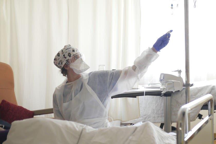 Médicos de París advierten que se verán abrumados por COVID-19