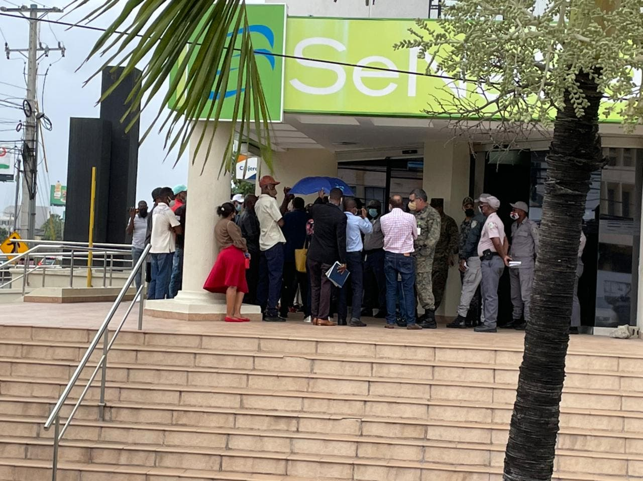 Perremeístas exigen puestos de trabajo en Senasa