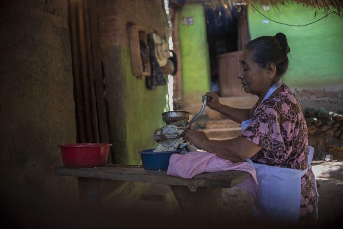 Mujeres sufren mayor desnutrición que hombres en Latinoamérica, alerta la FAO