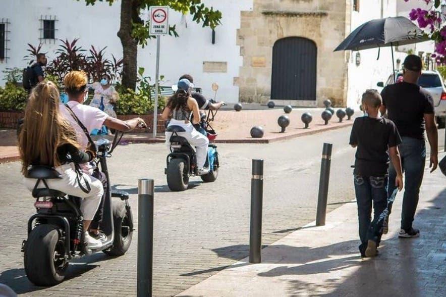 Suspenden uso de patinetas y motocicletas eléctricas en la Ciudad Colonial