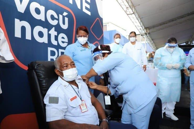 Proceso de vacunación contra COVID-19 será por citas a partir de mañana