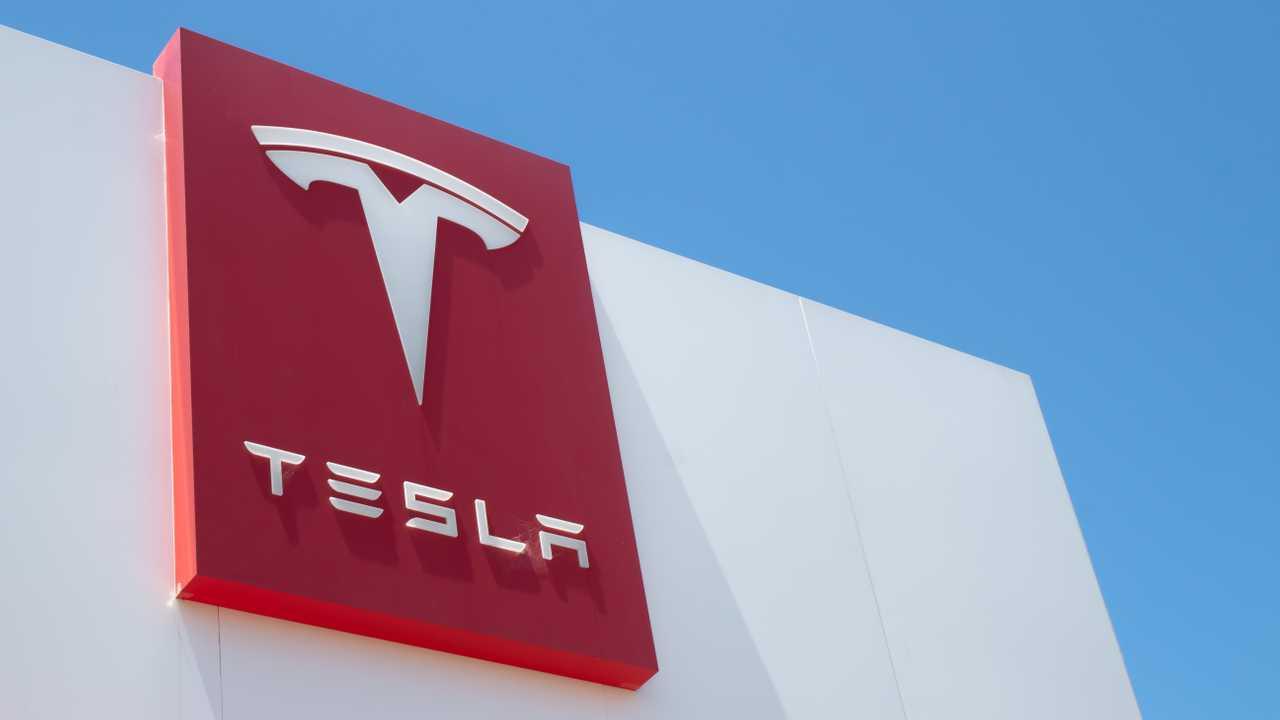 Tesla se dispara en bolsa un 20 % y casi borra pérdidas de la última semana