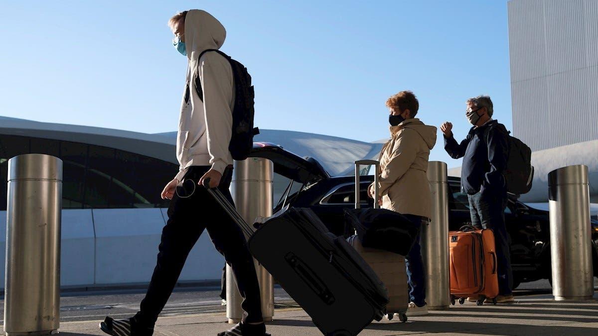 EEUU plantea multa de 14.500 dólares a pasajero que se negó a usar mascarilla en vuelo hacia RD