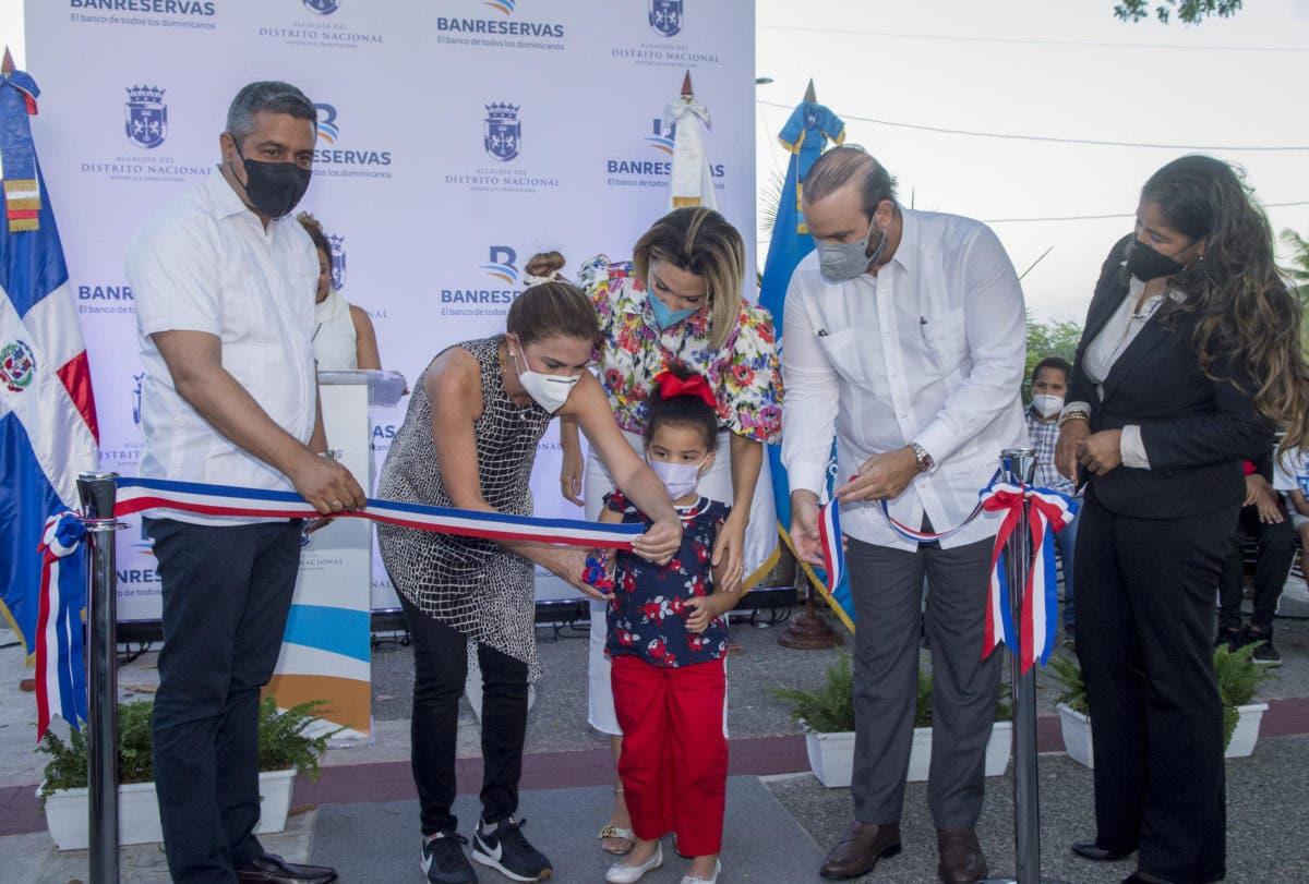 Banreservas y ADN entregan remozado Parque San José en la Ciudad Colonial