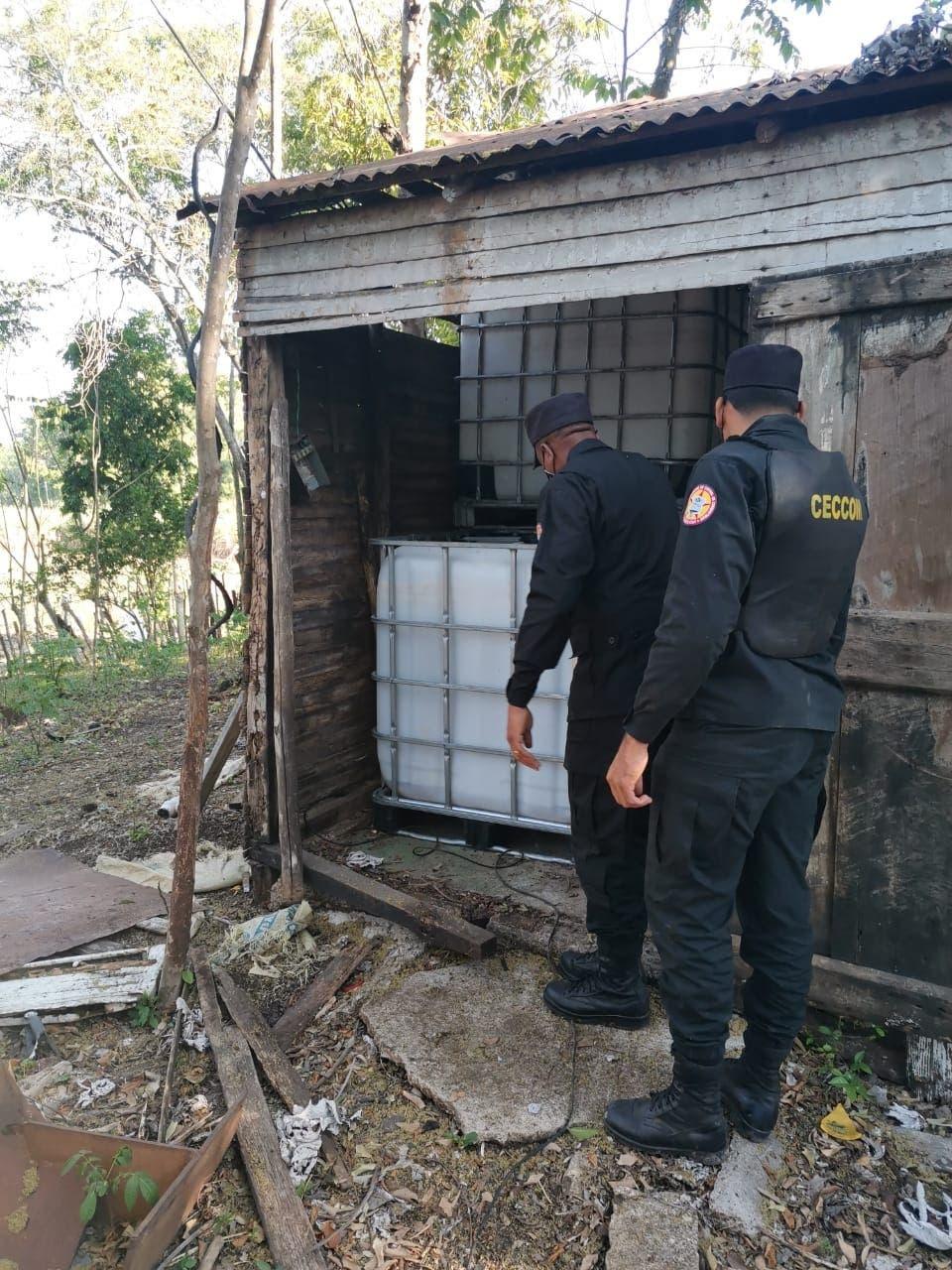 CECCOM desmantela fábrica clandestina de alcohol en San Pedro de Macorís