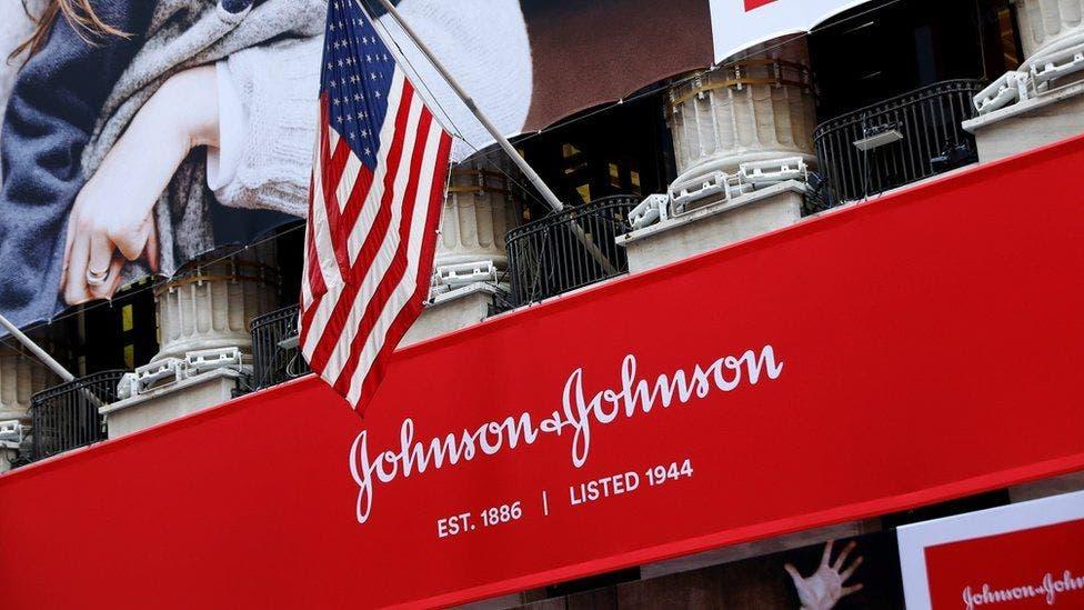 EE.UU. comienza a evaluar la vacuna de Johnson & Johnson para actualizar su recomendación