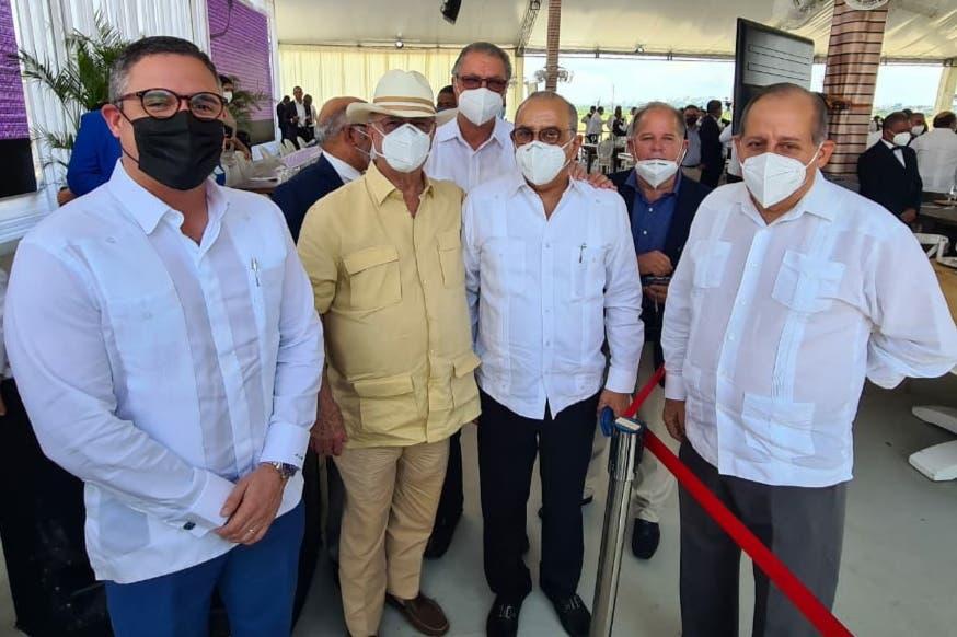 """Hipólito Mejía apoya el """"librito"""" que aplica para gobernar el presidente Abinader"""