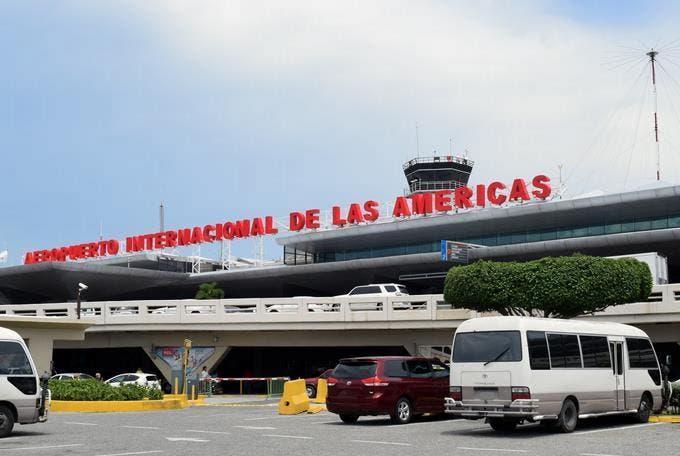 Más de 350 mil dominicanos tienen impedimento de salida del país