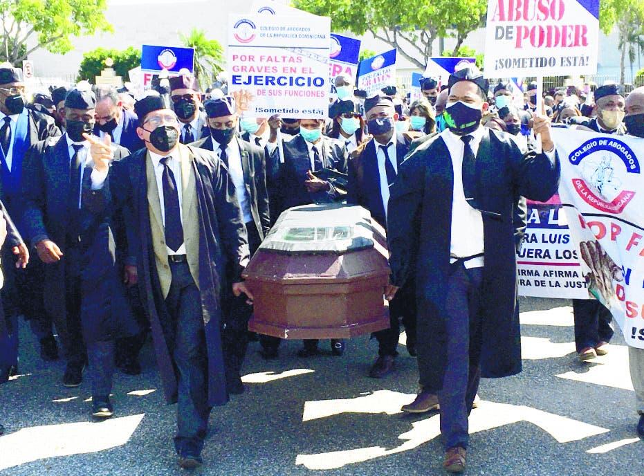 Abogados marchan por la independencia judicial