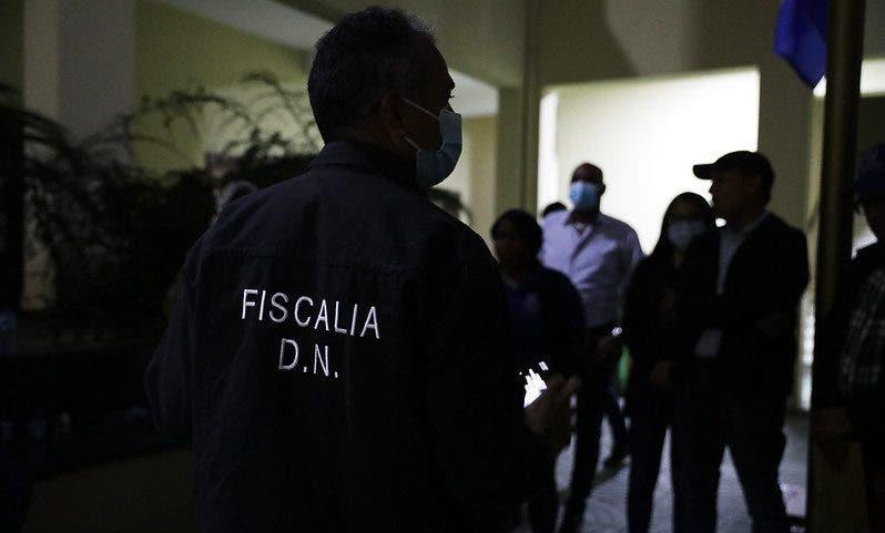 Fiscales del Distrito Nacional retienen 303 personas en negocios irrespetan toque de queda