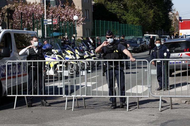 Una agente de policía francesa muere acuchillada cerca de París