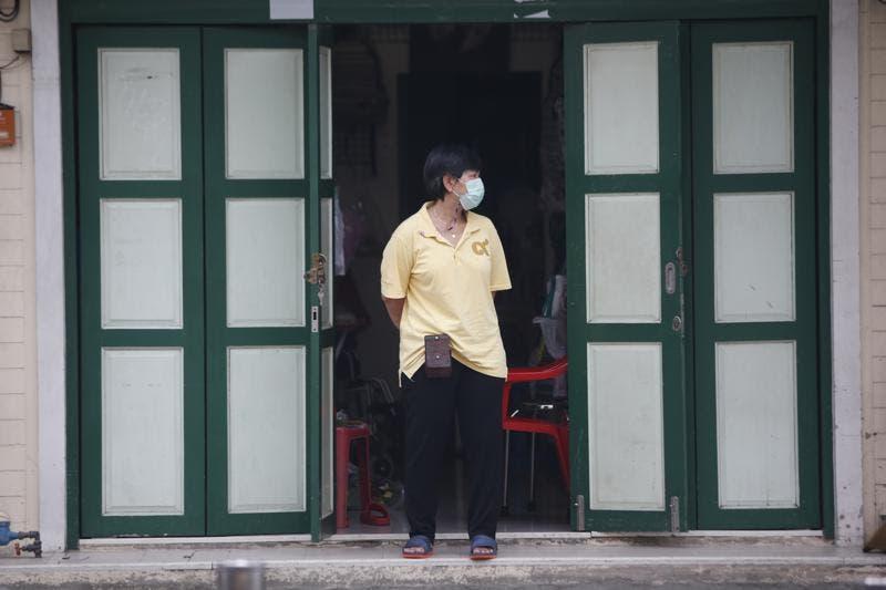 Tailandia fija multas de 640 dólares por no usar mascarilla