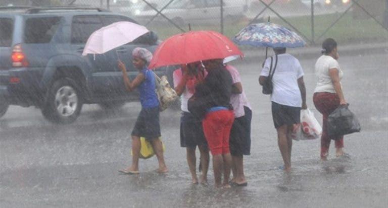 Semana Santa: Miles de personas regresan del interior en medio de fuertes aguaceros