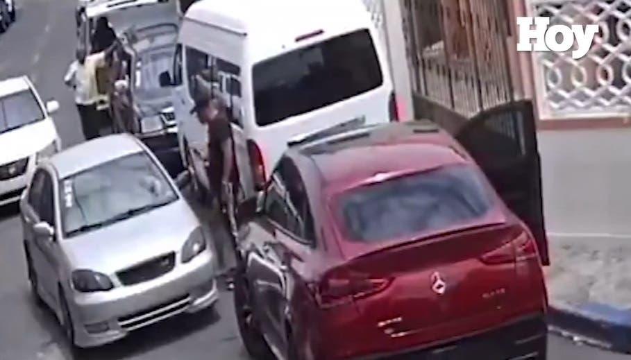 Policía busca hombres que protagonizaron tiroteo en incidente de tránsito