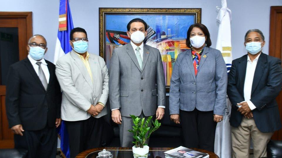 Ministro Salud recibe delegación Colegio Dominicano de Periodistas; coordinan colaboración sanitaria