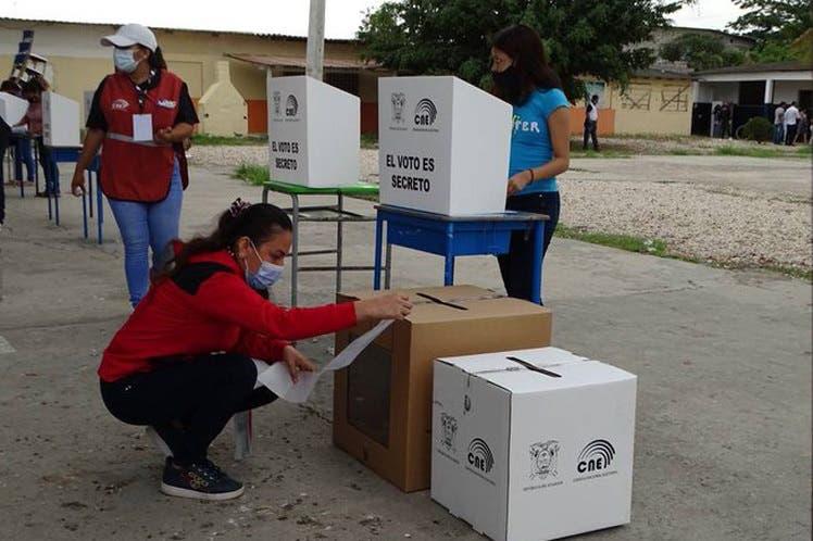 Ecuador realiza simulacro técnico para segunda vuela de las elecciones presidenciales