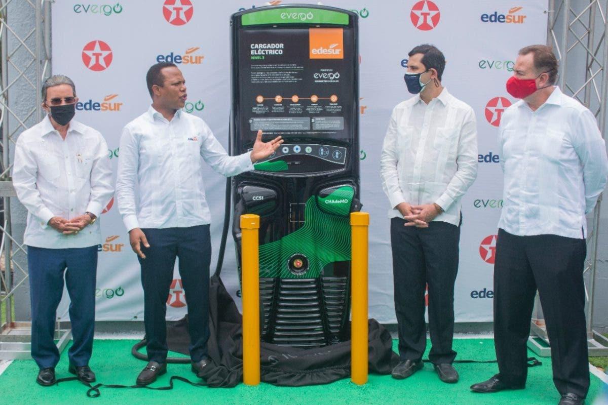 Inauguran cargador para vehículos eléctricos en estación de combustible Texaco