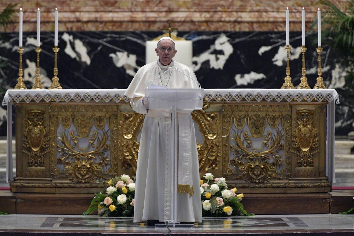 En mensaje de Pascua, el papa pide se superen retrasos en distribución de vacunas