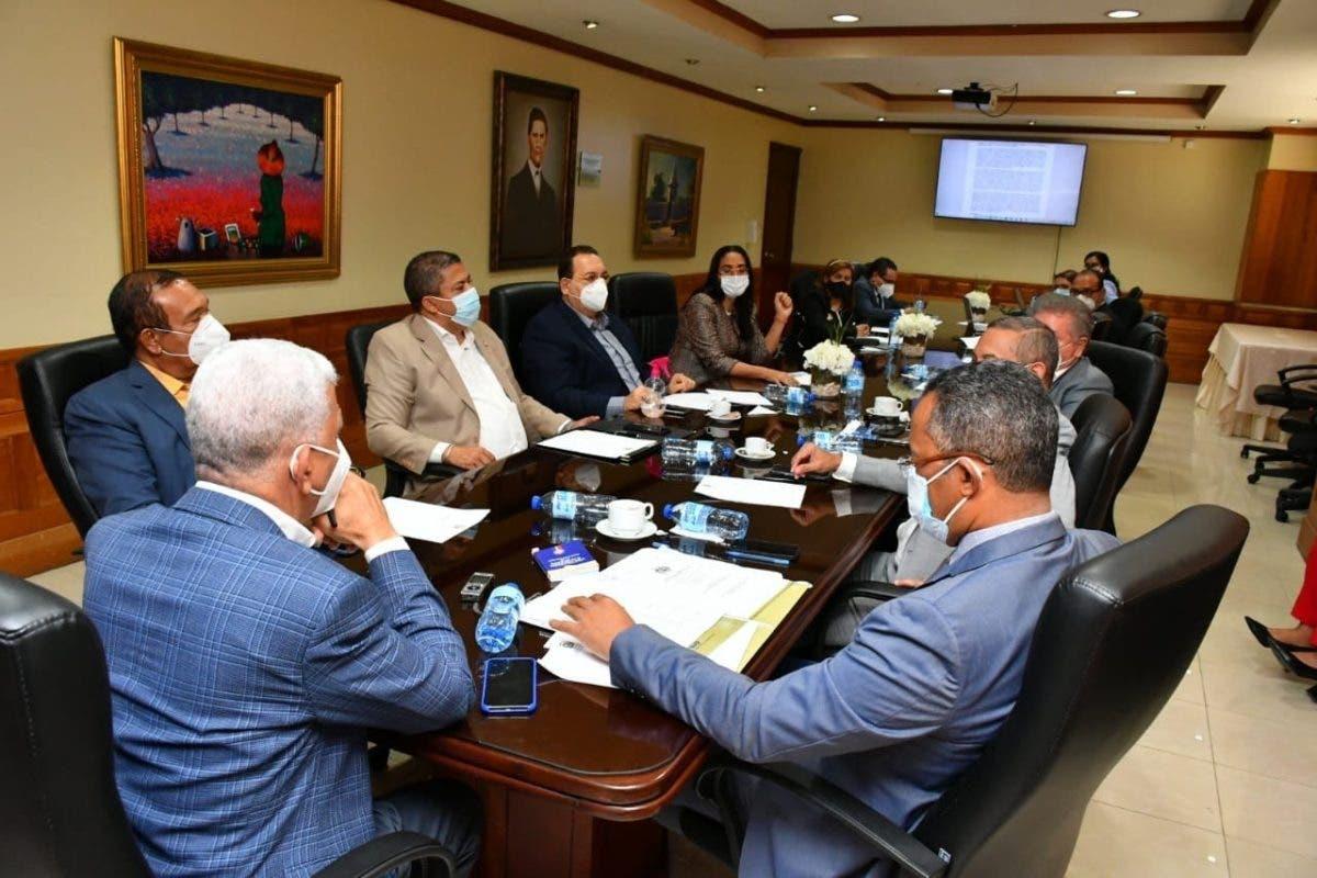 Comisión ratifica decisión de devolver ternas de Defensor del Pueblo a Cámara de Diputados
