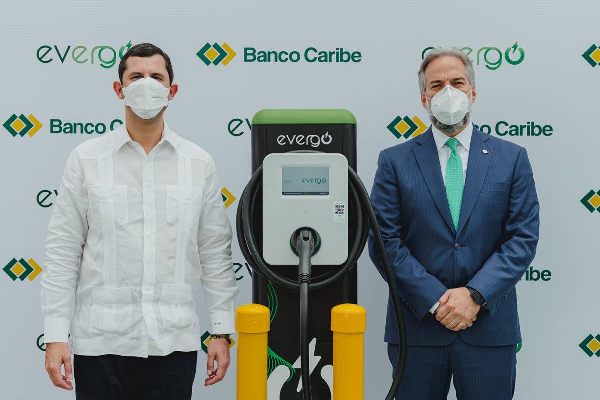 Banco Caribe inaugura su primera estación de recarga para vehículos eléctricos