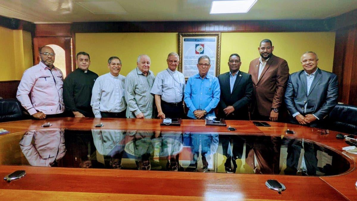 Obispado de San Francisco de Macorís y la DGDC gestionan acuerdo de cooperación