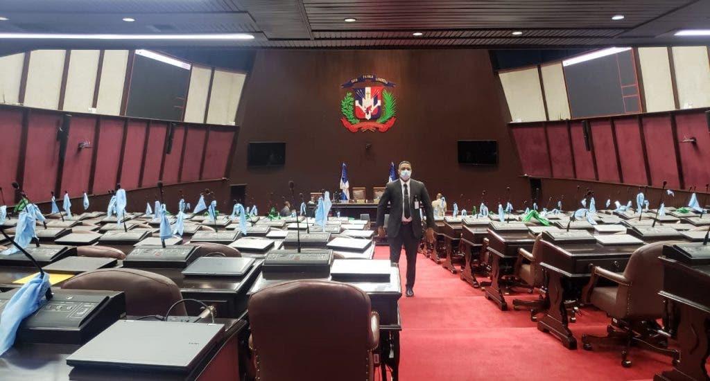 Por falta de quorum, diputados suspenden sesión en que se debatirían tres causales