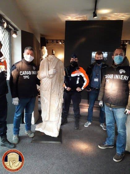 Policías encuentran por casualidad una escultura romana robada en Italia