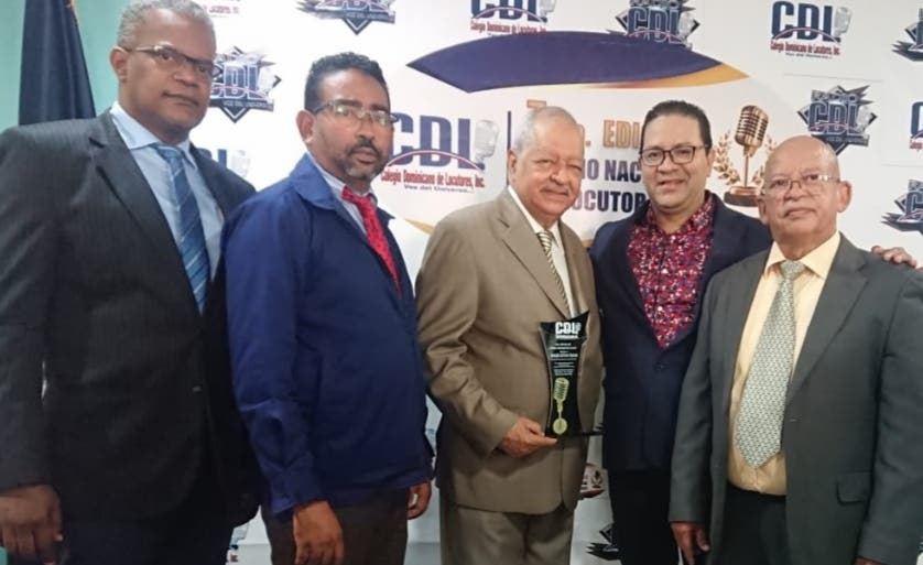 Celebran Premio Nacional del Locutor; Rodolfo Espinal gana el «Gran Premio»