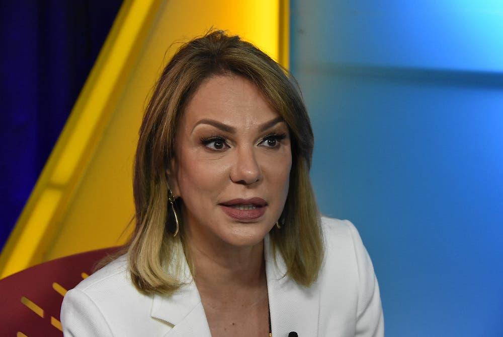 Milagros Germán impide que funcionarios respondan preguntas a periodistas