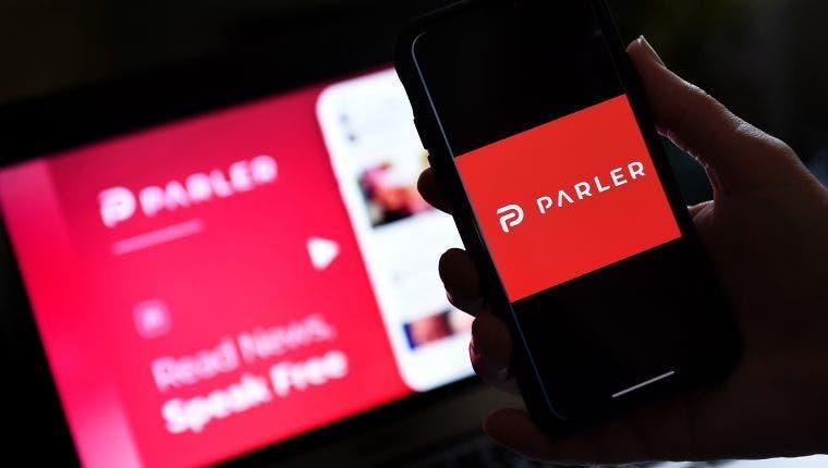 Apple readmitirá en la App Store a la polémica red social Parler