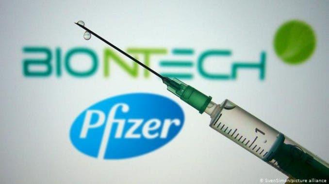 """Pfizer prevé el regreso a la """"vida normal"""" en """"un año"""" gracias a las vacunas"""