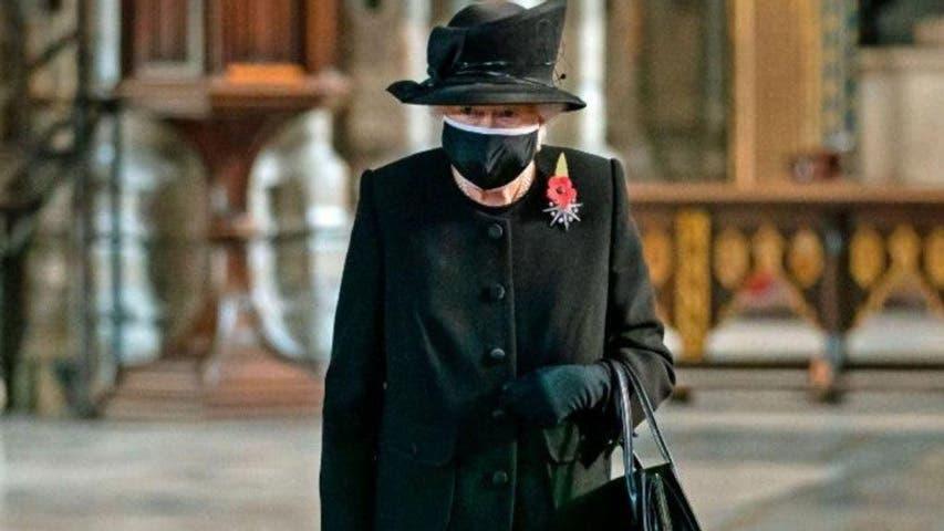 Isabel II cumple su primer compromiso tras la muerte del duque de Edimburgo