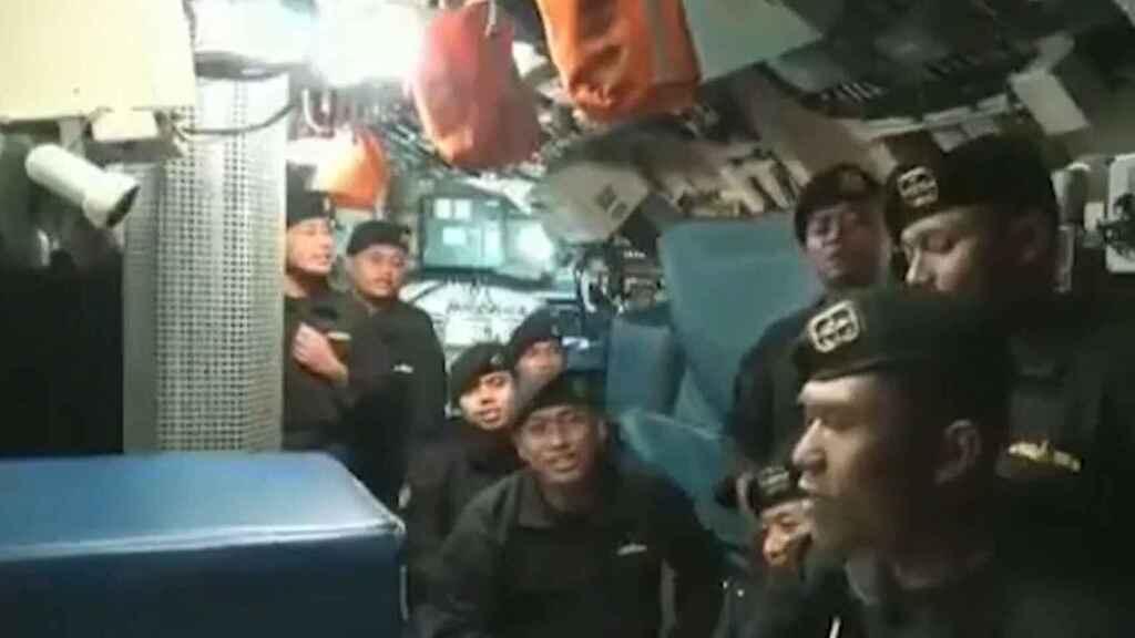 Video de los marineros del submarino hundido cantando emociona a Indonesia