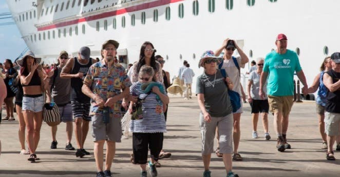 Llegada de turistas a República Dominicana cayó 73,3 % en el primer bimestre