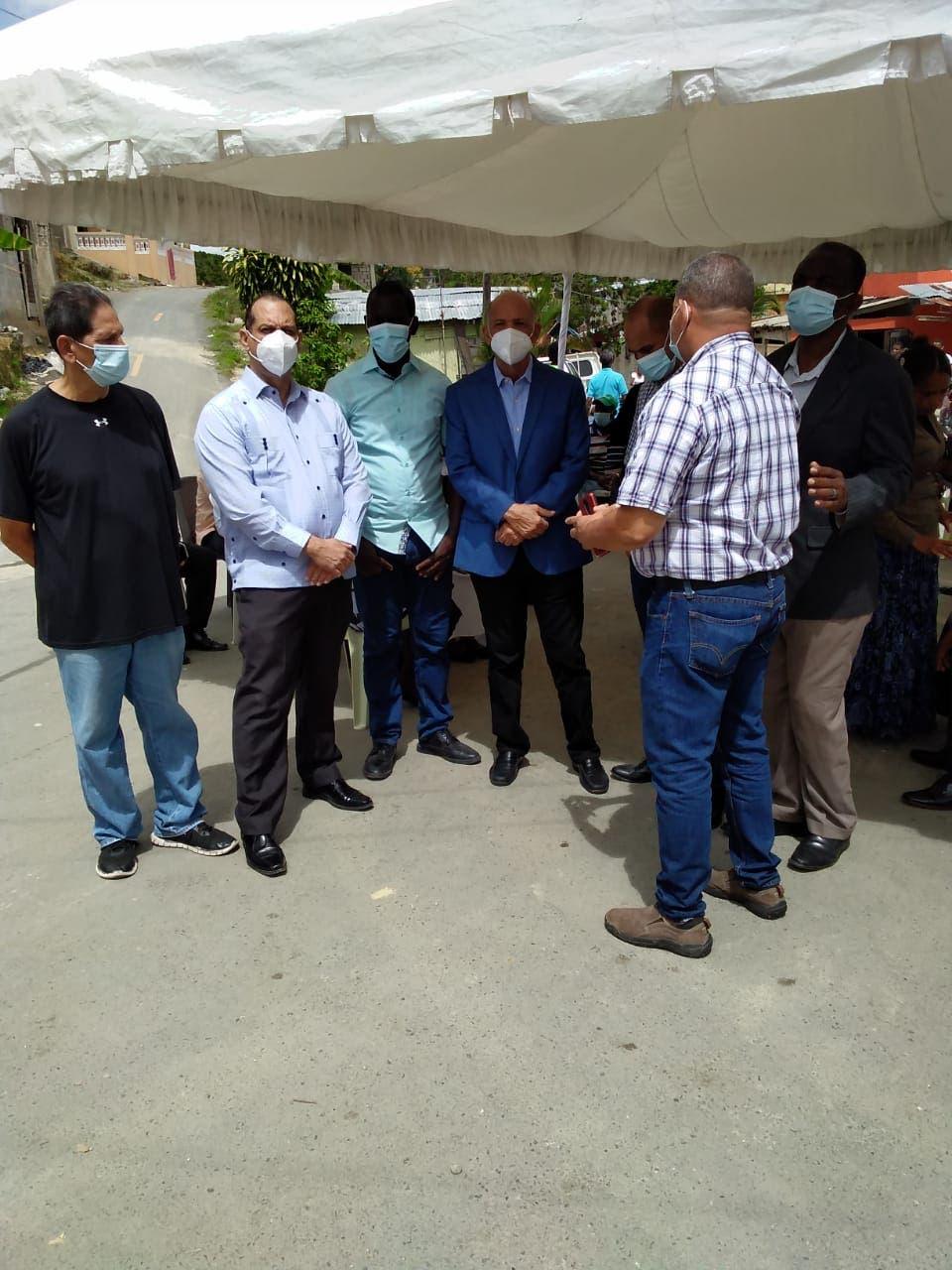 Van a Sabana Perdida a expresar solidaridad a familia de pastores asesinados en Villa Altagracia