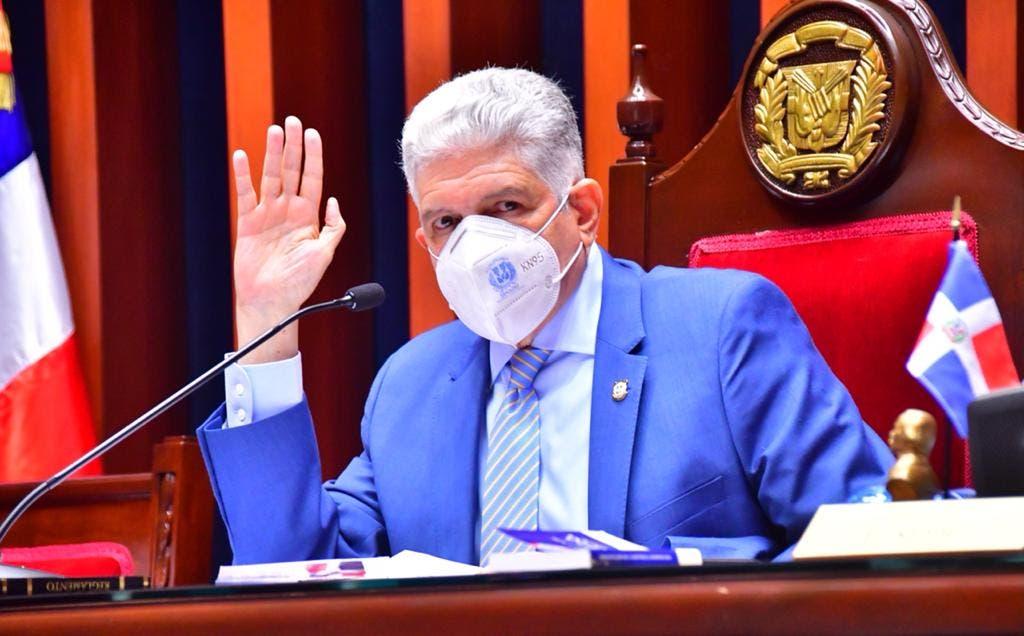 Senadores aprueban devolver ternas del defensor del Pueblo a la Cámara de Diputados