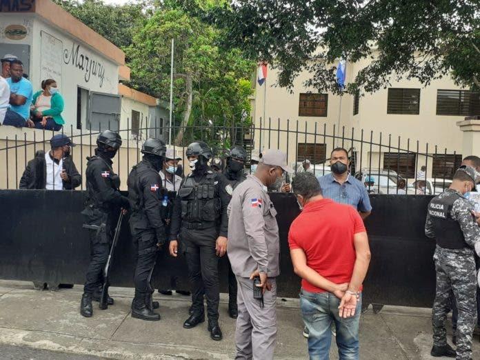 Villa Altagracia: Juez concede tiempo a la defensa del coronel Maríñez Lora «para conocer el expediente»