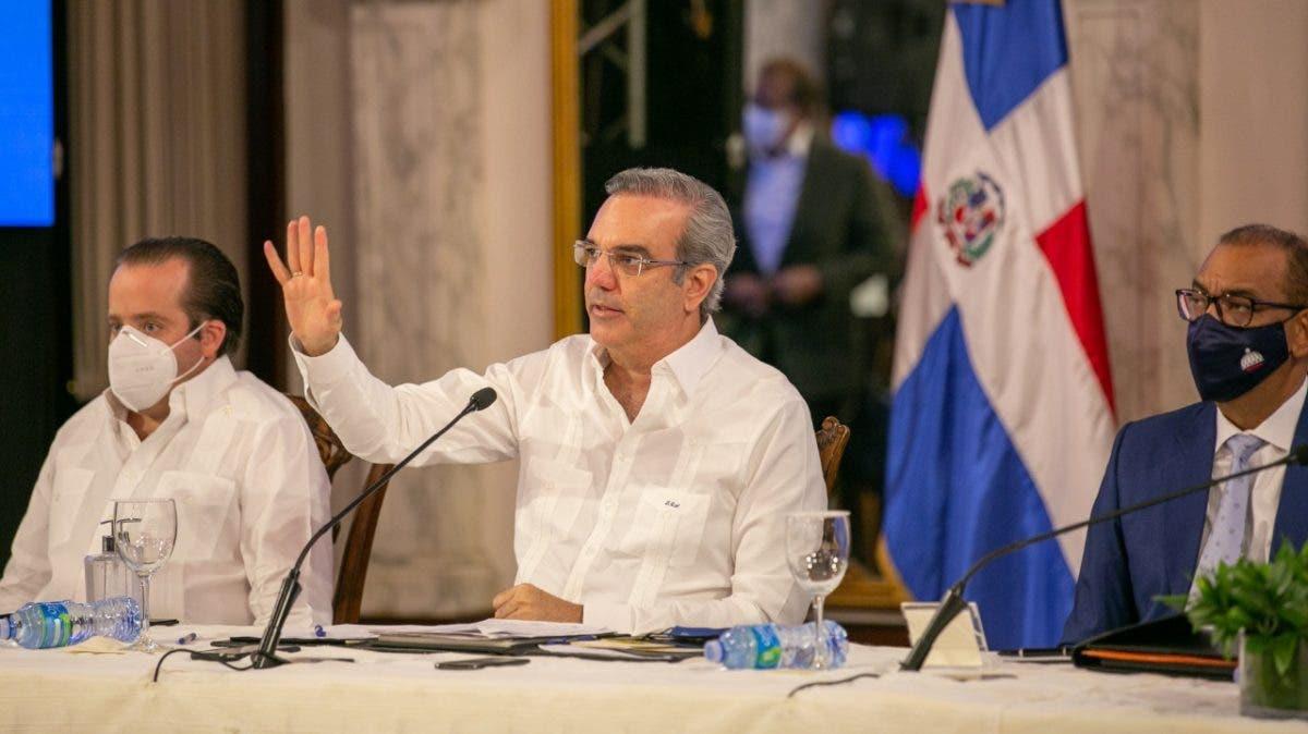 Presidente Abinader se reúne con juntas de vecinos de Villa Altagracia