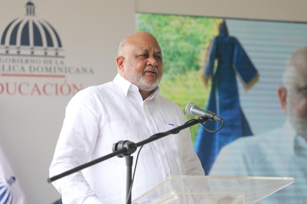 Ministro de Educación, Roberto Fulcar es el funcionario público de marzo