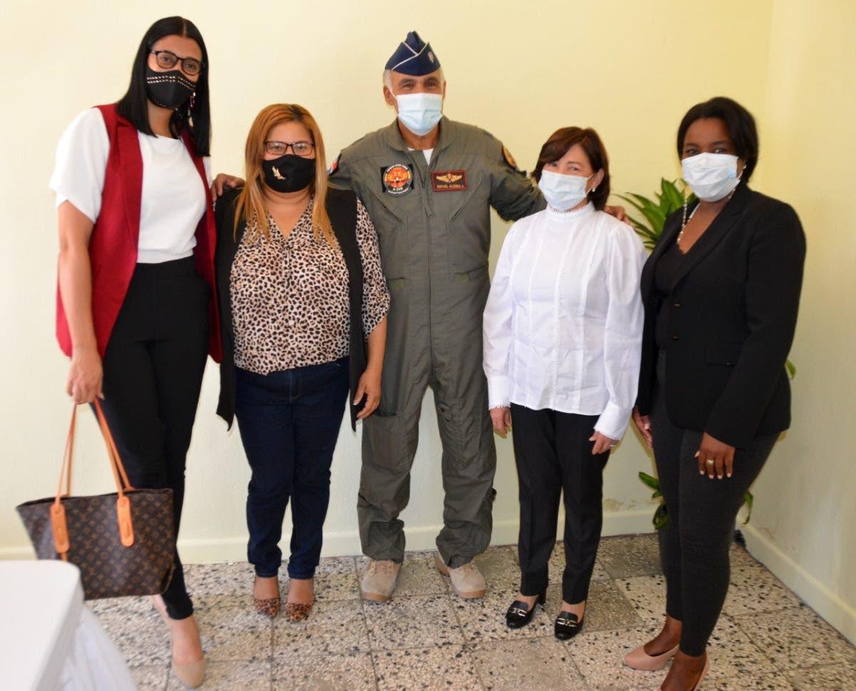 Gobernación de Azua y Comando Sur de FFAA coordinan acciones para mejorar seguridad ciudadana