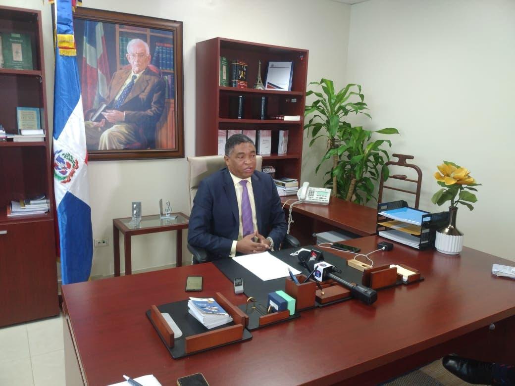 Lorenzo pide a Adriano Espaillat apoyar reducción de servicios consulares a dominicanos en el Exterior