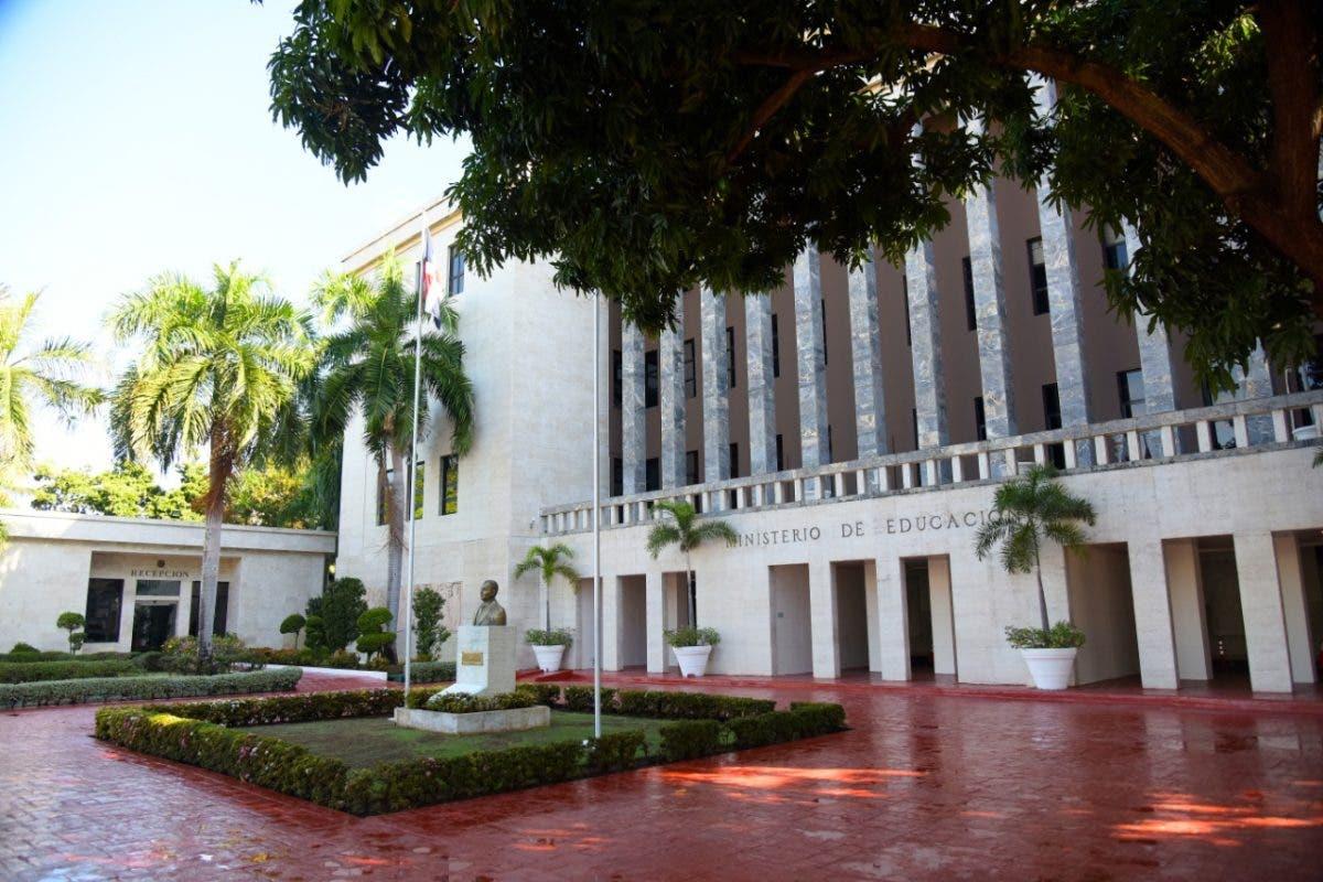 Minerd paga más de 220 millones de pesos por prestaciones laborales