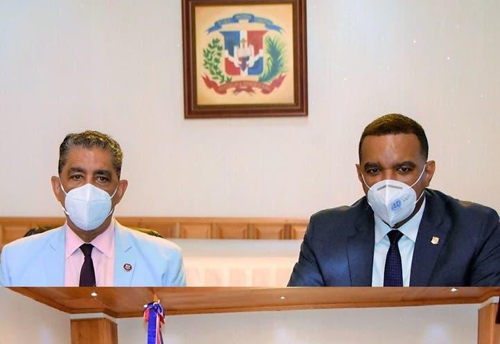 Valora en NY iniciativa congresista EUA y senador RD con dominicanos exterior