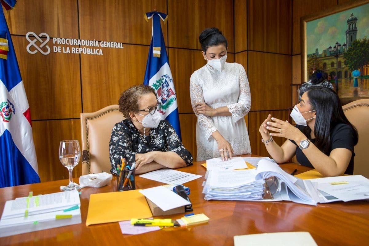Miriam Germán se reúne con fiscal a cargo de caso muerte de pareja en Villa Altagracia