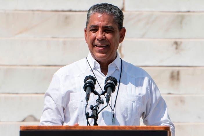 Espaillat anuncia fondos limitados del Congreso para proyectos comunitarios