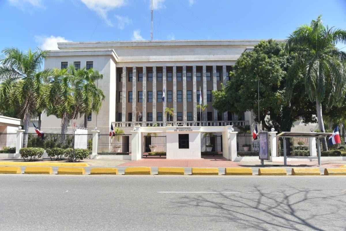 Ministerio de Educación llama a concurso para escogencia de docentes