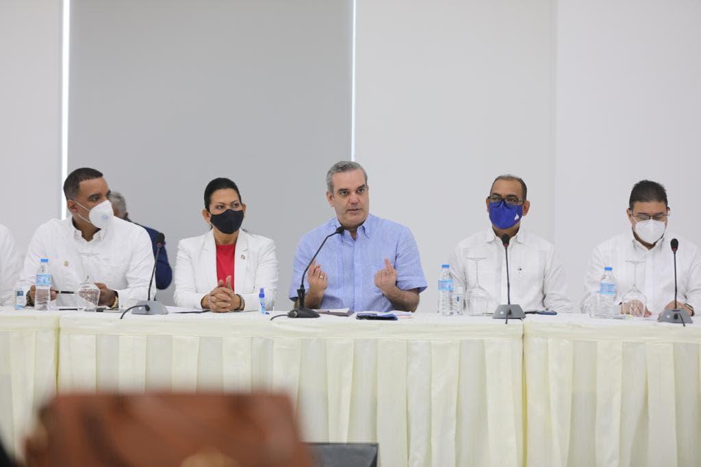 Presidente Abinader se reúne con representantes de juntas de vecinos de Moca