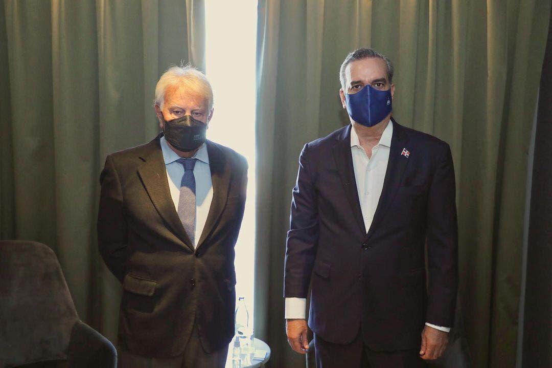 Abinader se reúne con el expresidente español Felipe González
