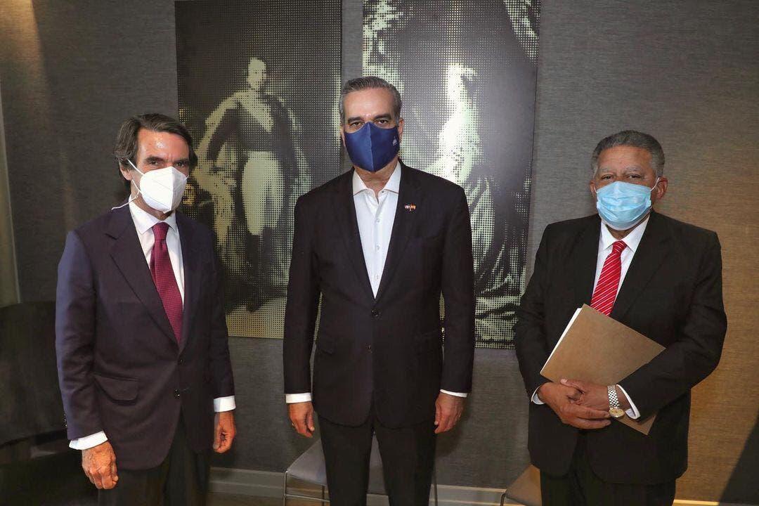 Abinader sostiene encuentro con expresidente  José María Aznar