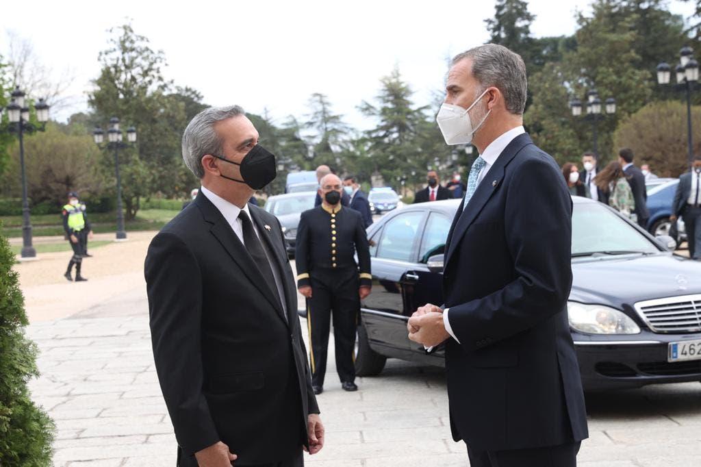 Presidente Abinader y el rey de España conversaron sobre la vacunación y crisis económica mundial